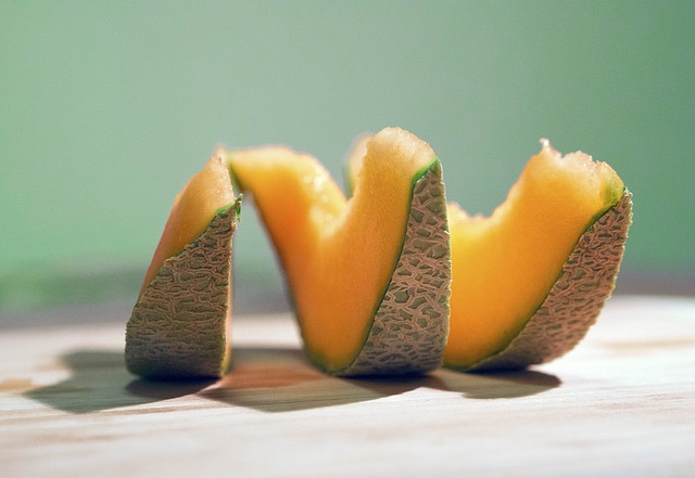 Cantaloupe And Dogs – Cantaloupe is just one of the many fruits that are safe for dogs to consume, according to dr.